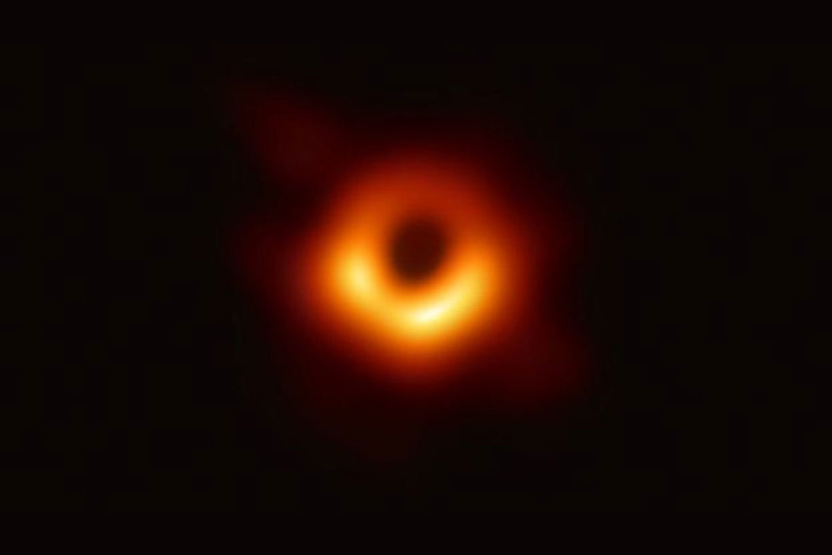 Hallan agujero negro inexplicable para los astrónomos.