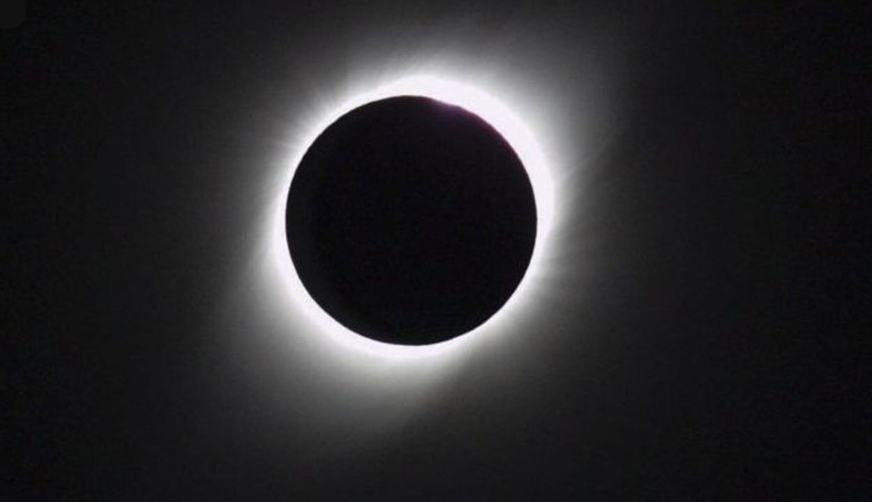 https://visionlatinausa.com/wp-content/uploads/2020/12/eclipse-1250x720.jpg