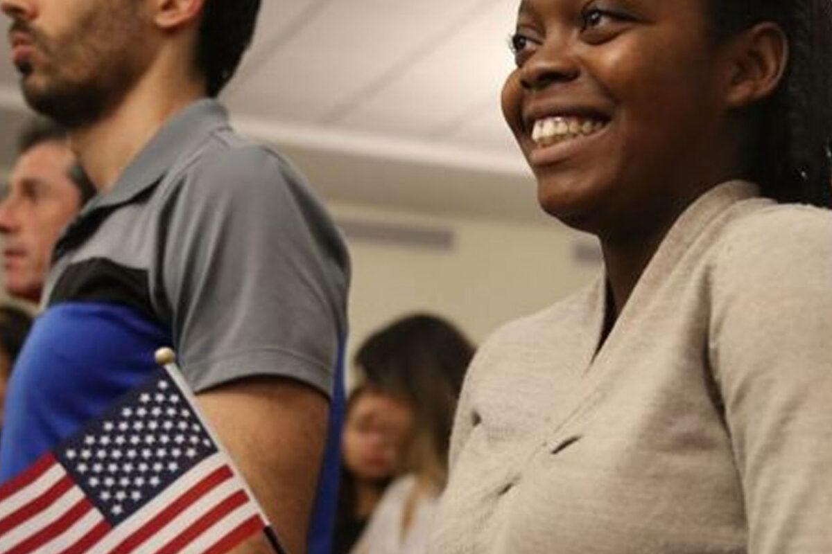 En qué consiste el ambicioso plan de reforma migratoria con el que Biden busca dar un camino a la ciudadanía a más de 10 millones de indocumentados